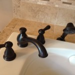 R_Roman-Tub-Faucet-With-Handshower
