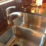 R_Stainless-Steel-Undermount-Kitchen-Sink-With-A-Pull-Out-Spout-Faucet