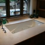 R_Undermount-Whirlpool-Tub